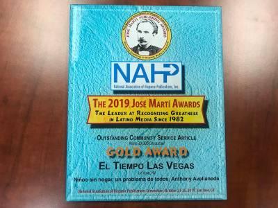 """Gold Award entregado a El Tiempo en la categoría """"Outstanding Community Service Article"""" por e ..."""