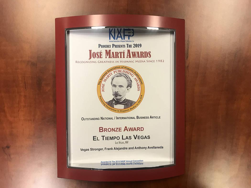"""Bronze Award entregado a El Tiempo en la categoría """"Outstanding National / International Busin ..."""