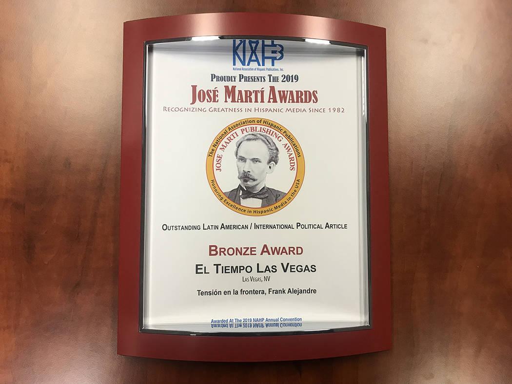 """Bronze Award entregado a El Tiempo en la categoría """"Outstanding Latin American / International ..."""