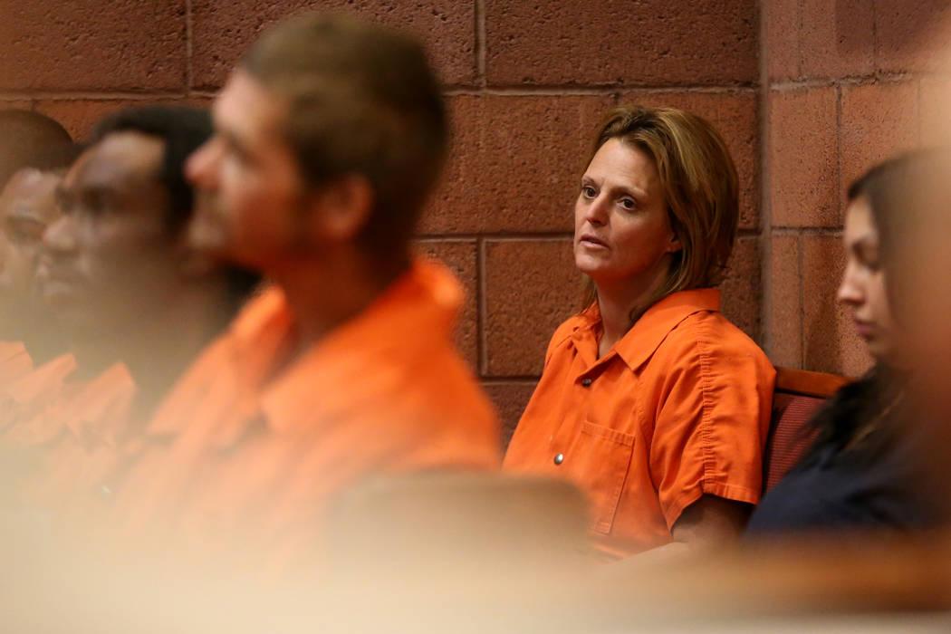 Jennifer Stitt, de 50 años, acusada de estrellar su vehículo al frente del Cannery en North L ...
