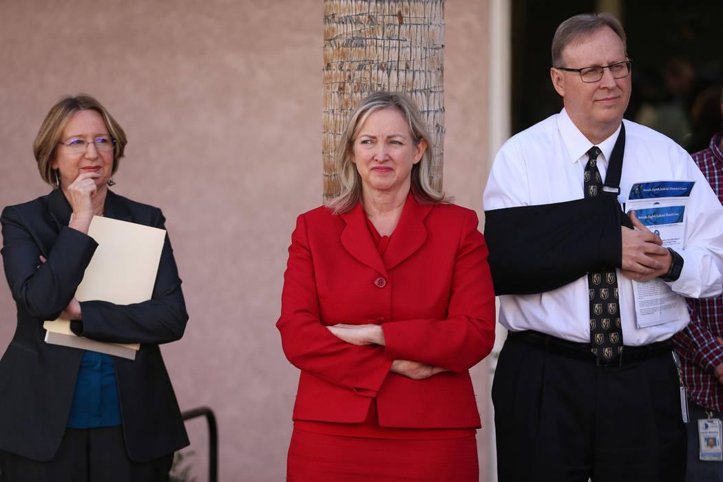 La directora ejecutiva del Centro de Asistencia Legal del Sur de Nevada, Barbara Buckley, desde ...