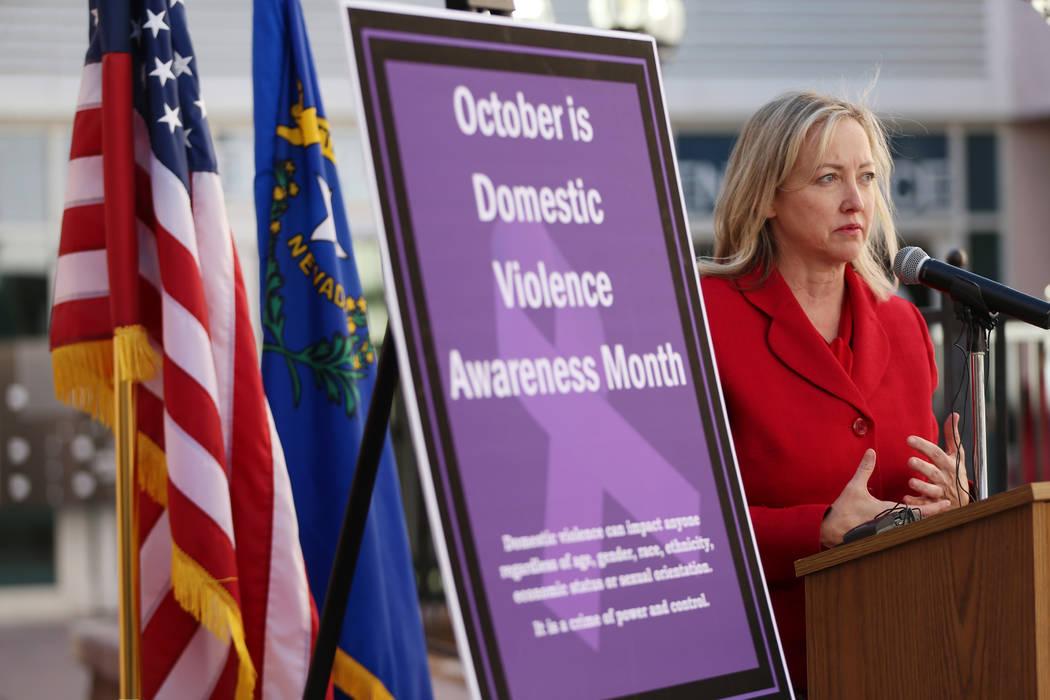 La jueza Linda Marie Bell habla durante una conferencia de prensa sobre el Centro de Órdenes d ...