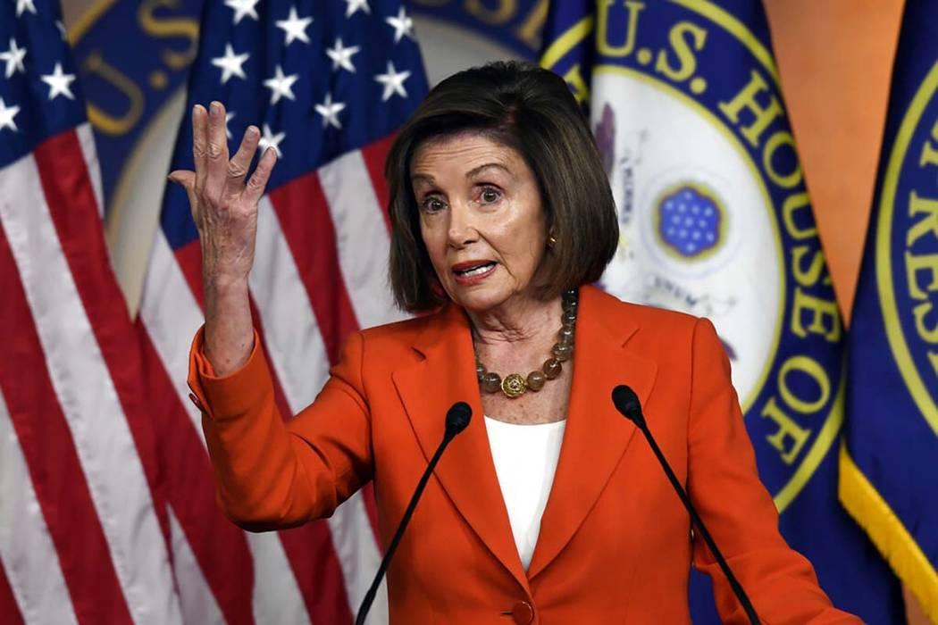 La presidenta de la Cámara de Representantes, Nancy Pelosi, de California, habla durante una c ...