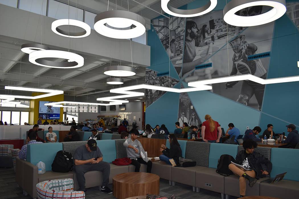 """Se abrieron tres """"Student Union"""" idénticos este semestre, en cada uno de los campus de la ..."""