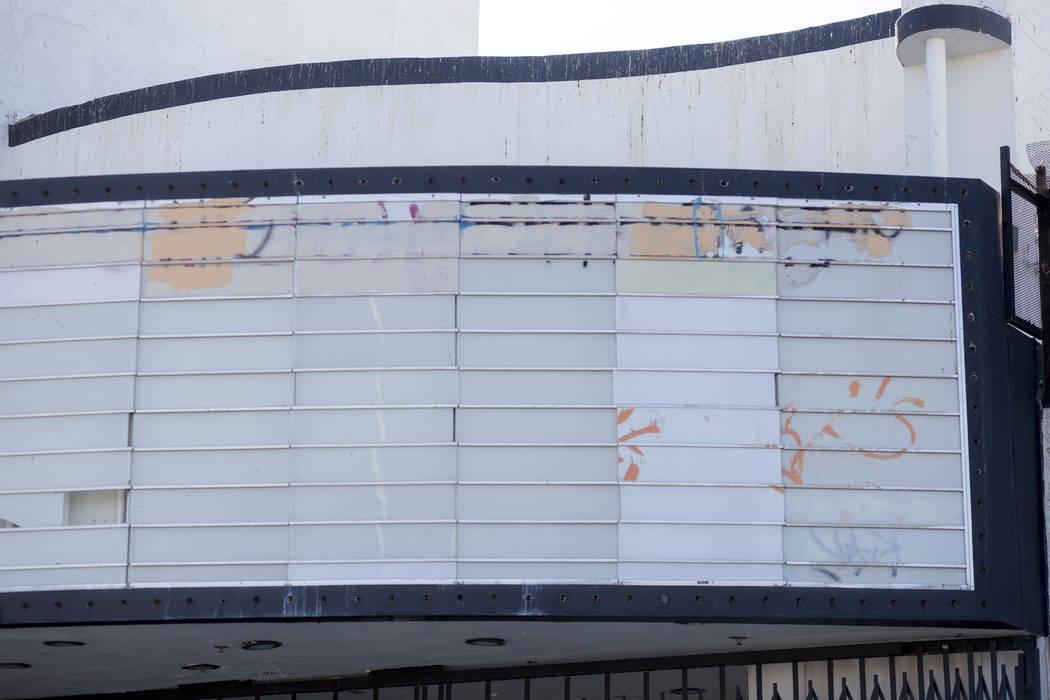 La carpa en el histórico Teatro Huntridge el jueves, 31 de octubre de 2019 en Las Vegas. (Eliz ...