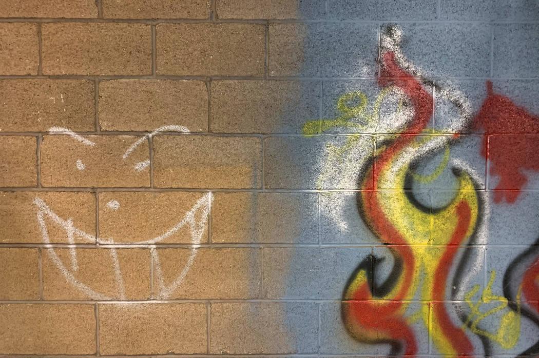 Un graffitti adorna una pared del histórico Teatro Huntridge fotografiado el jueves, 31 de oct ...