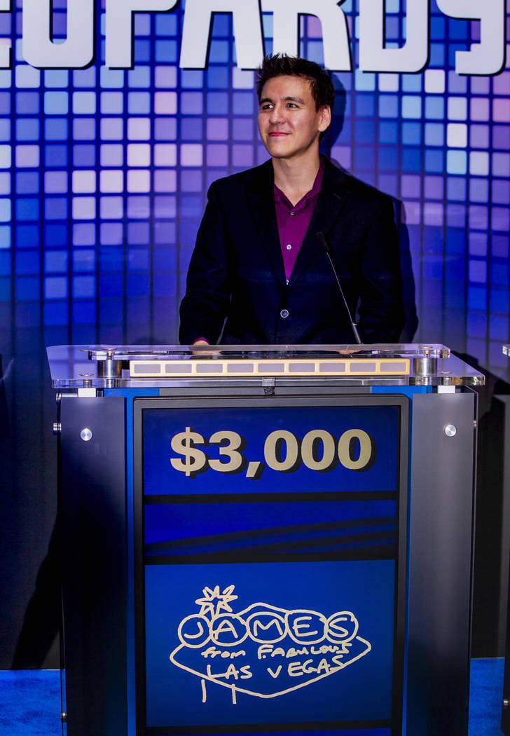 """El campeón de """"Jeopardy!"""", James Holzhauer, juega algunas rondas por diversión con ejecutivos ..."""