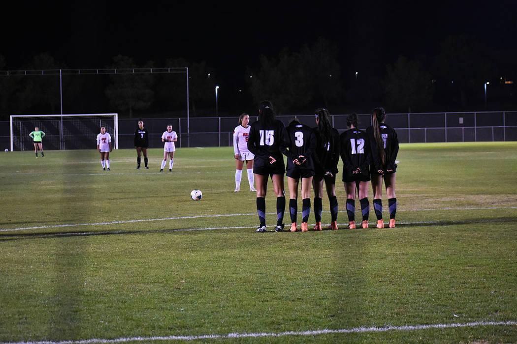 UNLV venció por 2-0 a UNR, juego que tiene una rivalidad deportiva entre ambas escuelas de Nev ...