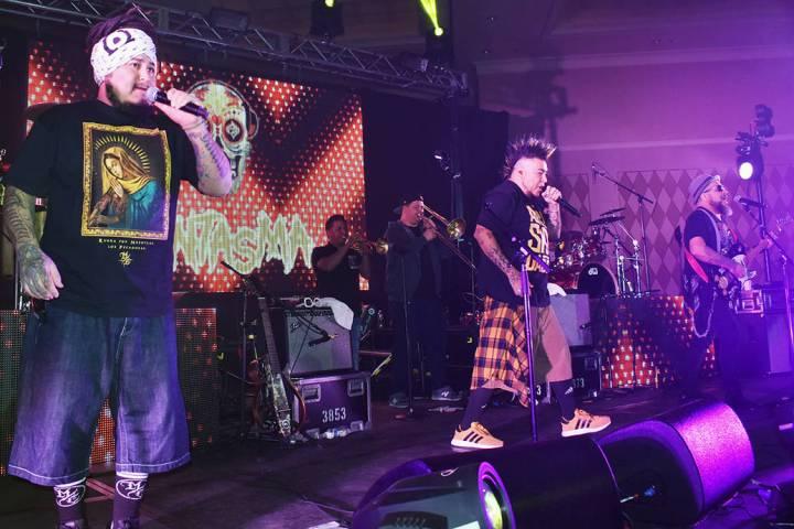 La banda mexicana de rock El Gran Silencio comenzó a tocar a principios de los 90 bajo el nomb ...