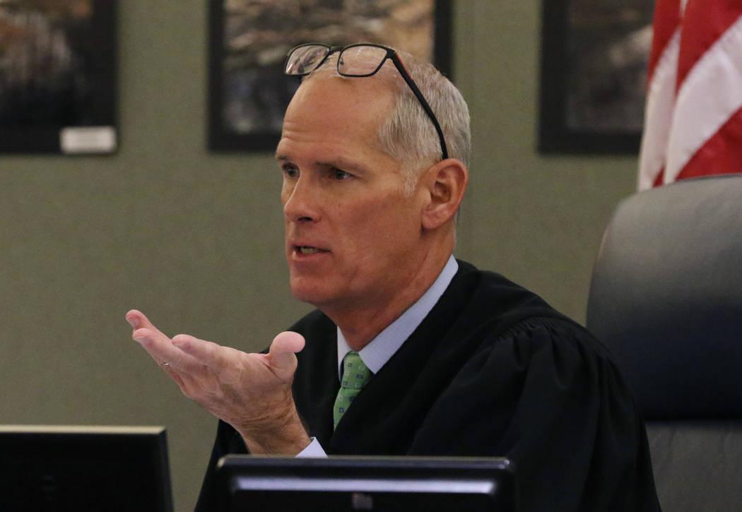 El juez Douglas Herndon preside sobre Christopher Prestipino, acusado de asesinato por la muert ...