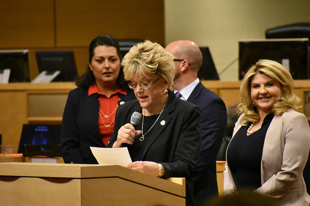 La alcaldesa Carolyn Goodman votó a favor de la ley que prohibiría acampar en áreas pública ...