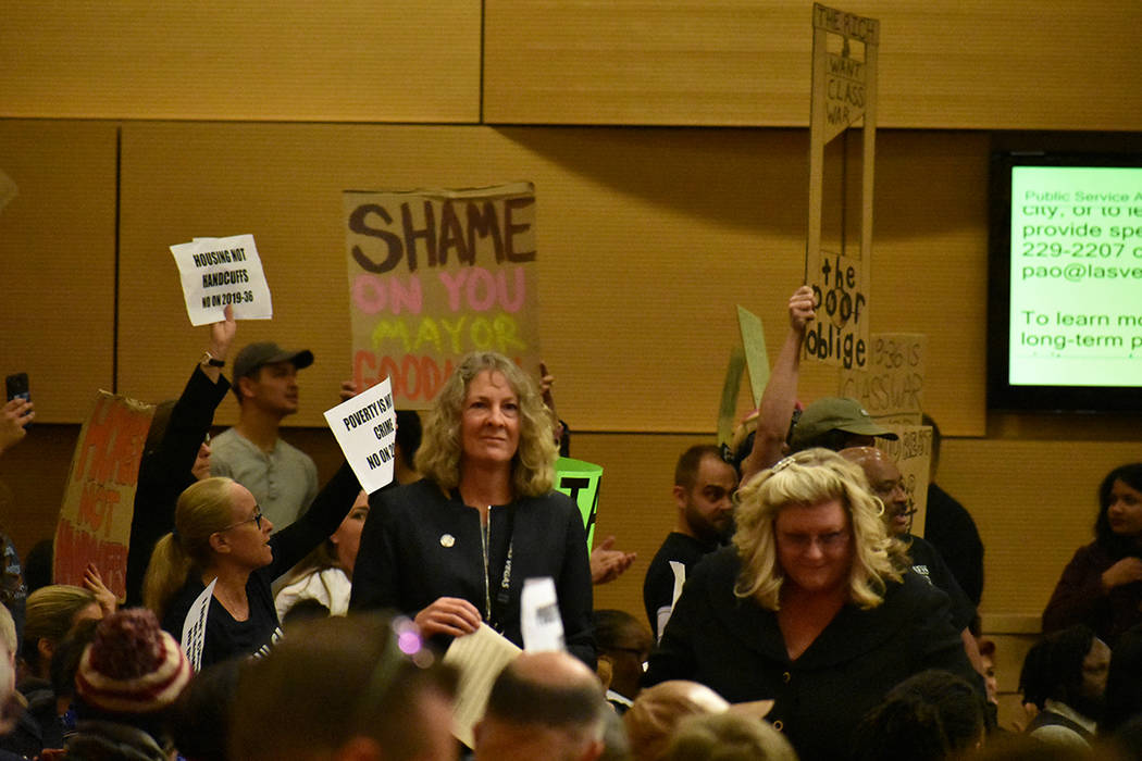 La controvertida prohibición de acampar en zonas públicas de Las Vegas fue aprobada por decis ...