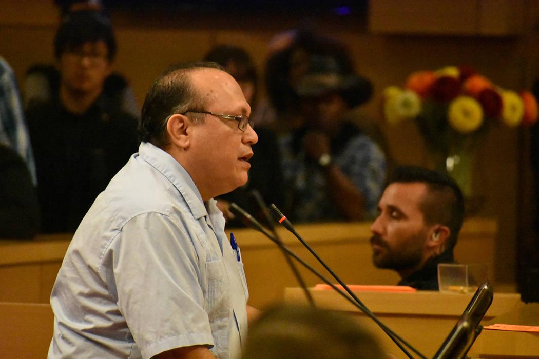 El representante de Hispanics In Politics, José Solorio, dijo que la solución al problema est ...
