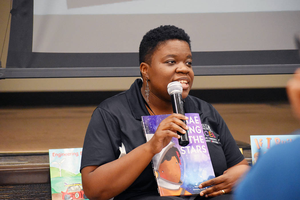 El taller fue impartido por Ekuwah Moses, facilitadora de FACES. Miércoles 6 de noviembre de 2 ...