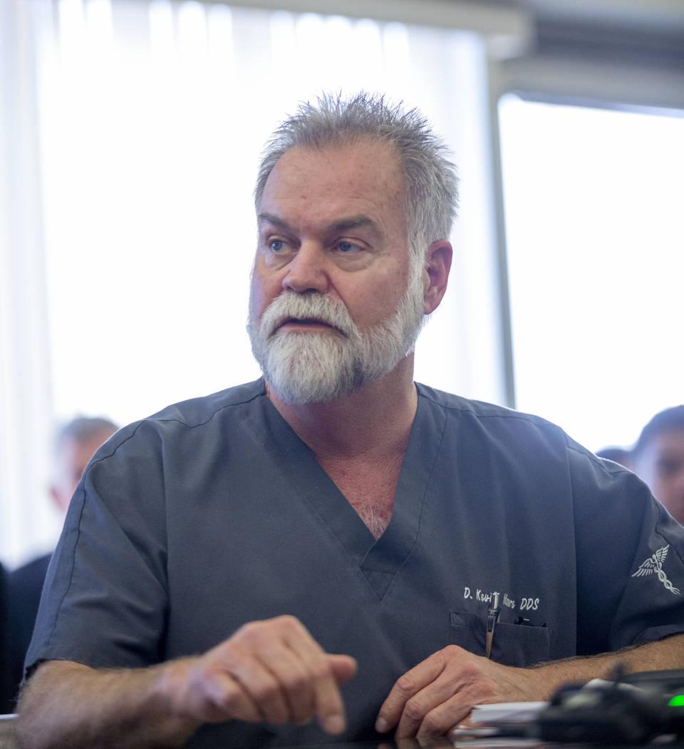 El miembro de la junta dental, el doctor Daniel Kevin Moore, comparte su compromiso con la junt ...