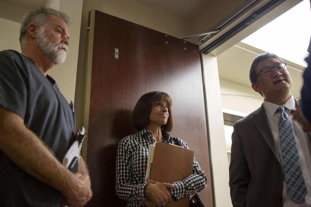 Los miembros de la junta dental de Nevada: el doctor Daniel Kevin Moore, a la izquierda, la mie ...