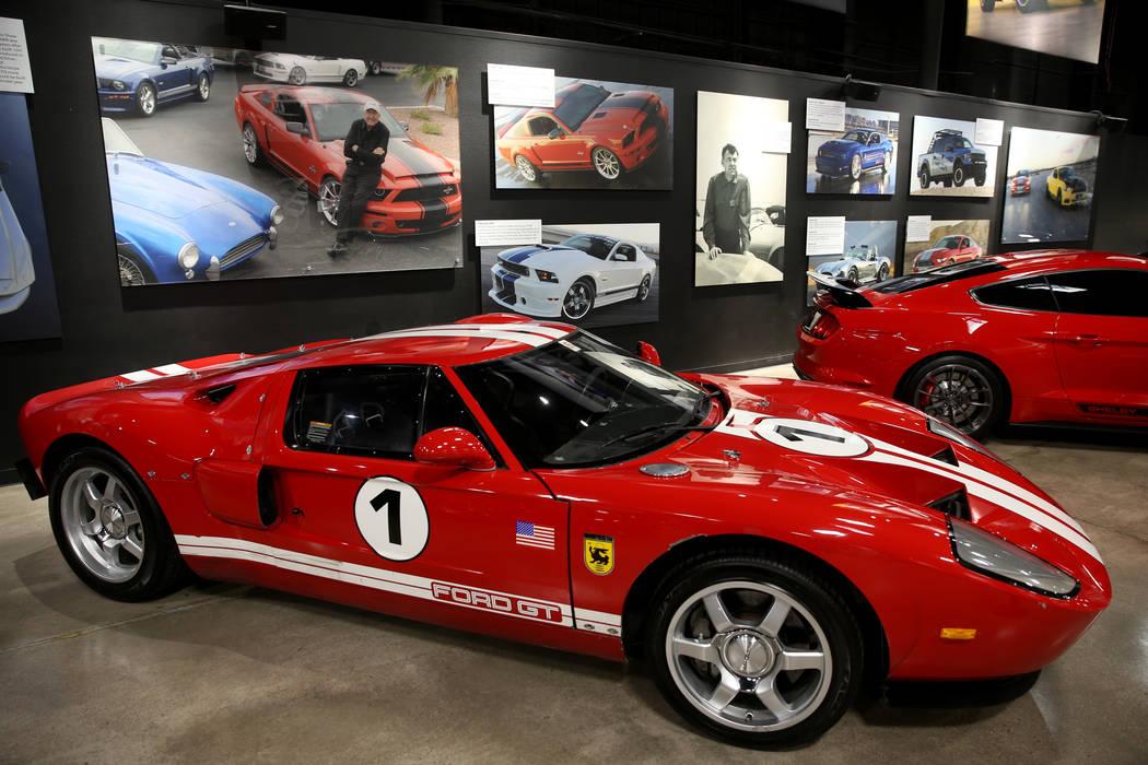 Fotos de la leyenda del automovilismo y de la fabricación de automóviles Carroll Shelby sobre ...
