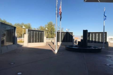 El Muro de los Veteranos de Henderson el 7 de noviembre junto al Ayuntamiento. (Julie Wootton-G ...