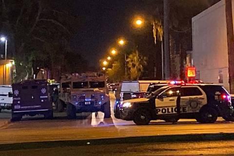 Una barricada de cinco horas terminó pacíficamente poco antes de las 4 a.m. del lunes, 11 de ...