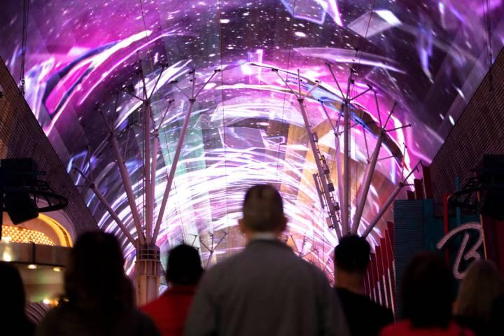 El dosel Viva Vision, la pantalla de video más grande del mundo, después de una renovación d ...