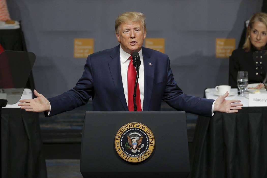 El presidente Donald Trump se dirige al Club Económico de Nueva York el martes, 12 de noviembr ...