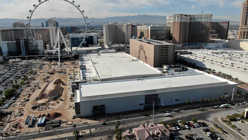 Una vista aérea del centro de conferencias Caesars Forum de 550 mil pies cuadrados el miércol ...