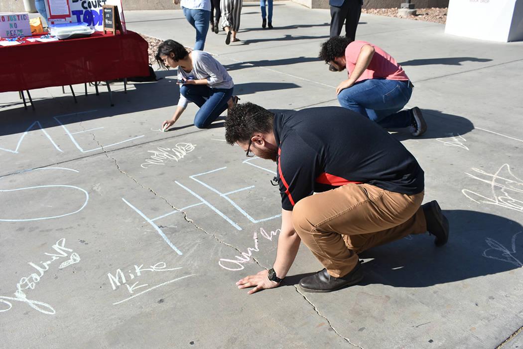 Activistas y estudiantes de UNLV realizaron un mitin para manifestarse a favor de DACA y sus be ...