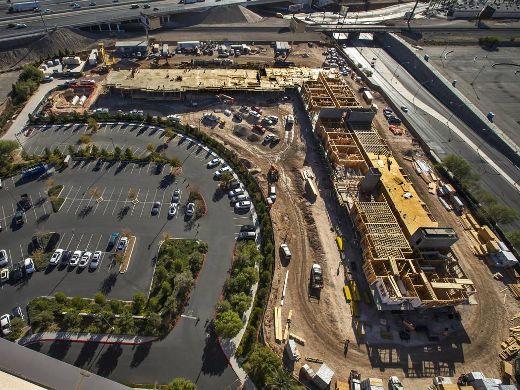Un nuevo complejo de apartamentos de 287 unidades por el desarrollador Jonathan Fore en constru ...