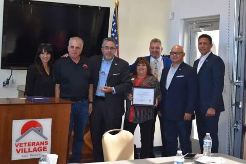 """Miembros de la Cámara Latina de Comercio, recibieron el """"Humanitarian Award"""". Miércoles 1 ..."""