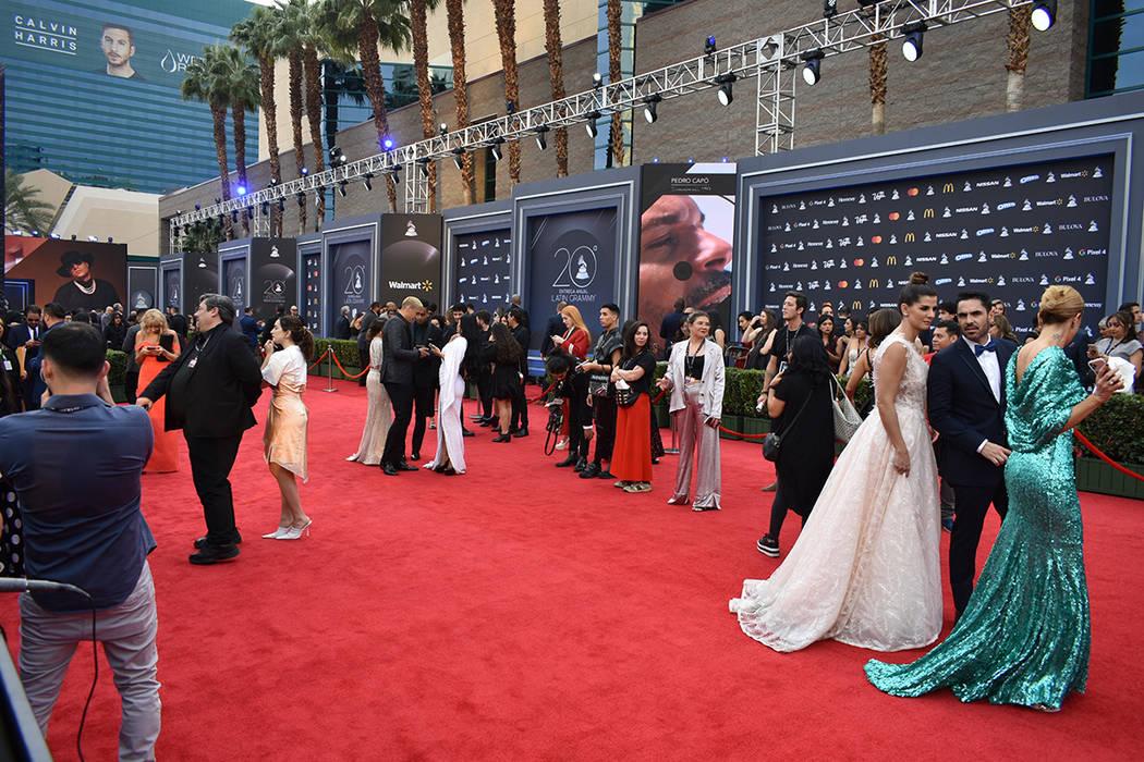 Distintos artistas desfilaron por la alfombra roja del Grammy Latino. Jueves 14 de noviembre de ...