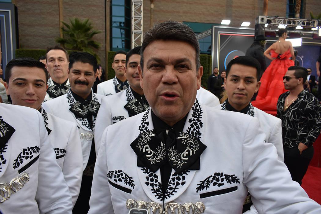 Mariachi Sol de México acompañó a la dinastía Fernández en su intervención musical. Jueve ...
