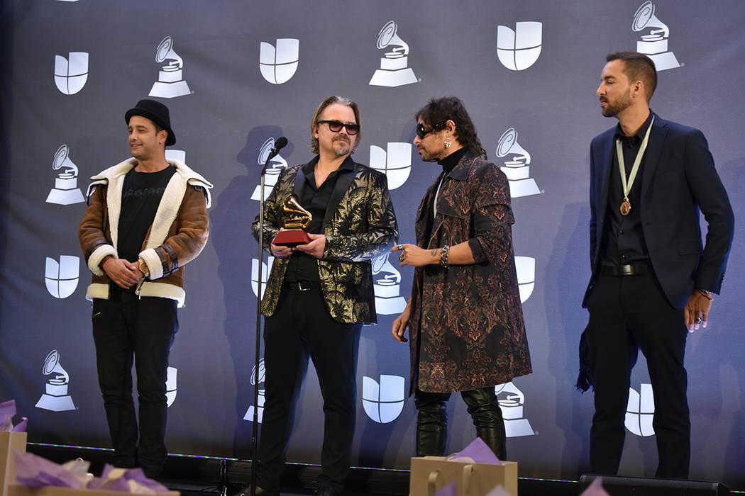 Distintos artistas conversaron con los medios de comunicación tras recibir sus premios. Jueves ...