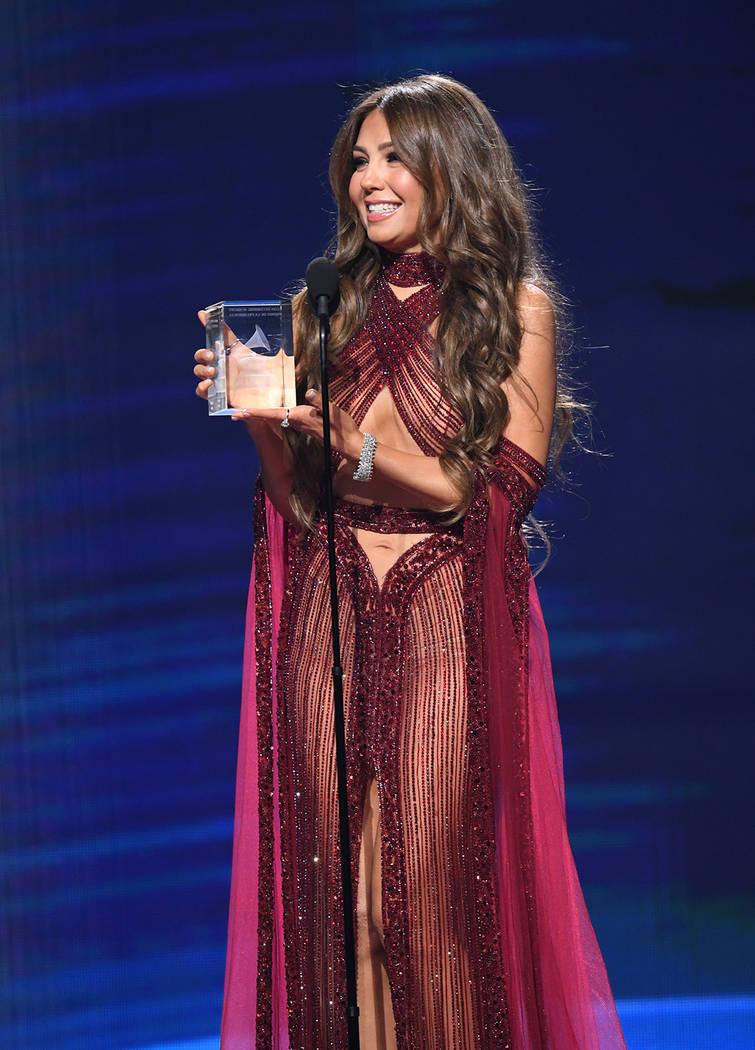 """La mexicana Thalía fue reconocida con el """"Premio de la presidencia"""". Jueves 14 de noviembr ..."""