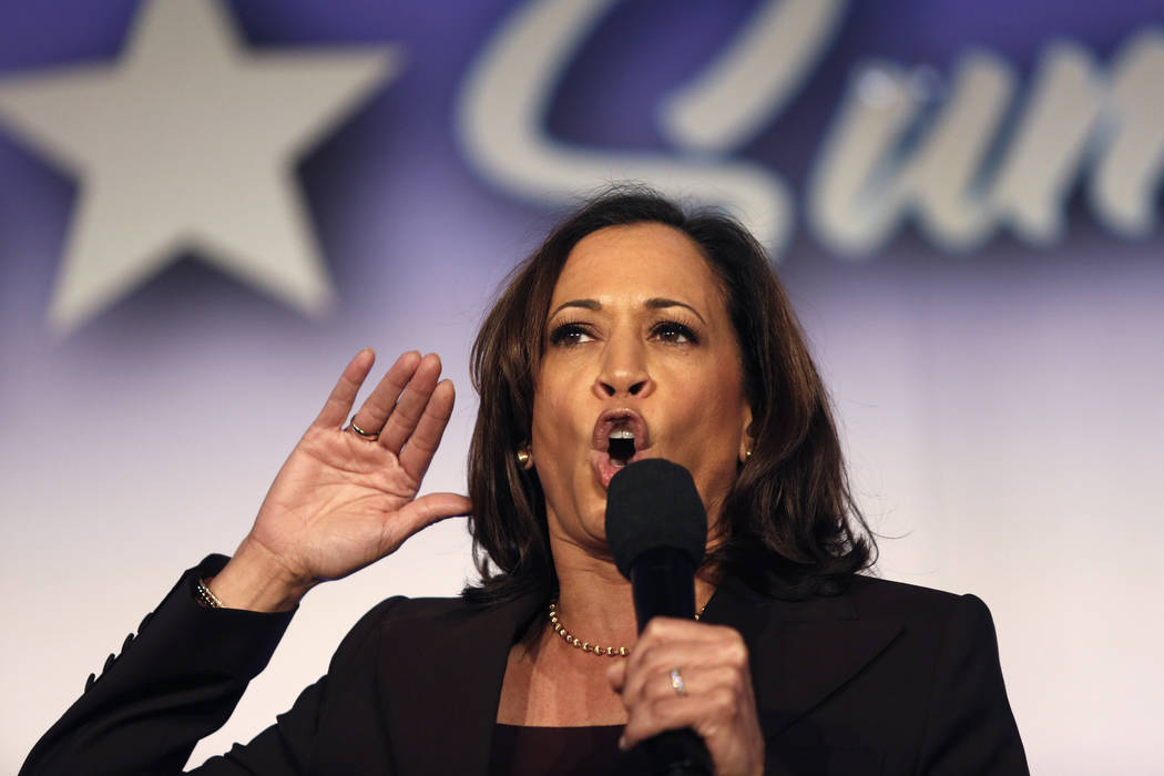 En esta foto de archivo del 4 de octubre de 2019, la candidata presidencial demócrata, la sena ...