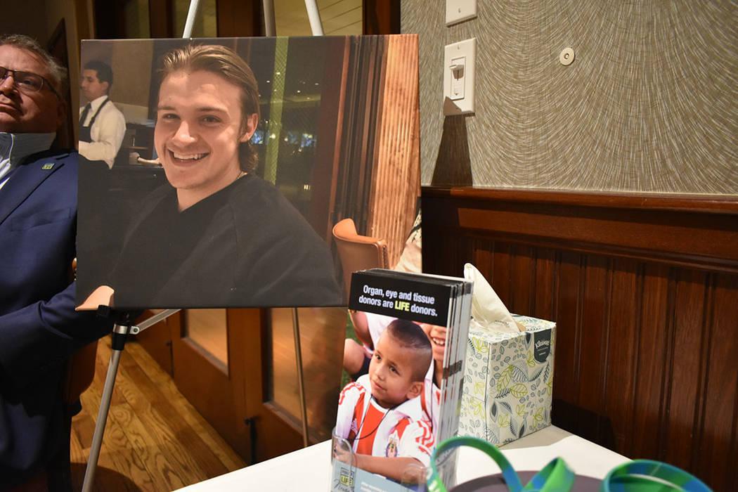 Durante el evento realizado en Las Vegas se colocaron fotografías de Jacob Lowell Jimmerson. M ...