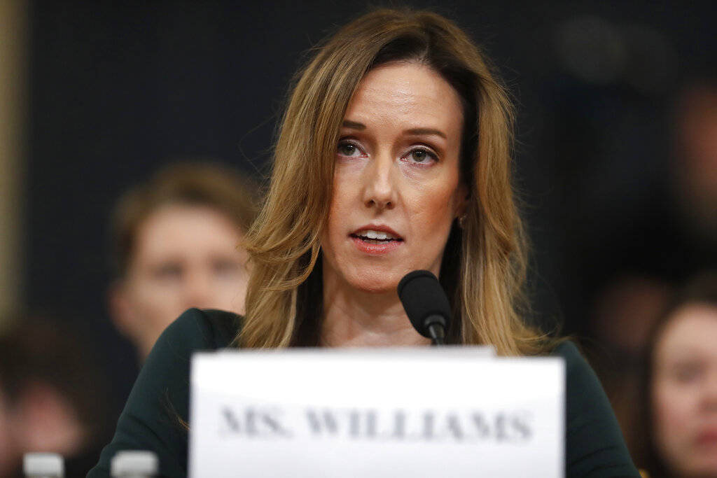 Jennifer Williams, ayudante del vicepresidente Mike Pence, testifica ante el Comité de Intelig ...