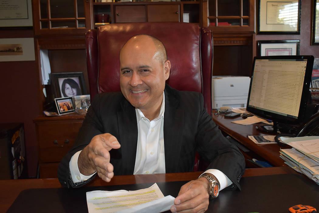 Víctor Cardoza: ¡Hispano como tú!, el abogado fue criado en Glendale, California. Después d ...