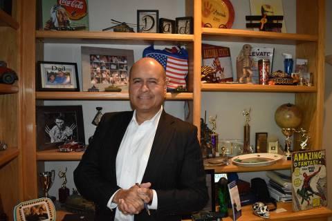 Víctor Cardoza, un ávido fanático de los deportes, ama la NFL y, en particular, los Raiders ...