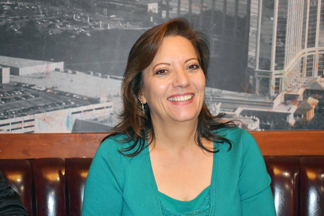 Margarita Chaidez Martínez, presidenta de la Federación Duranguense de Nevada, recibió y alb ...