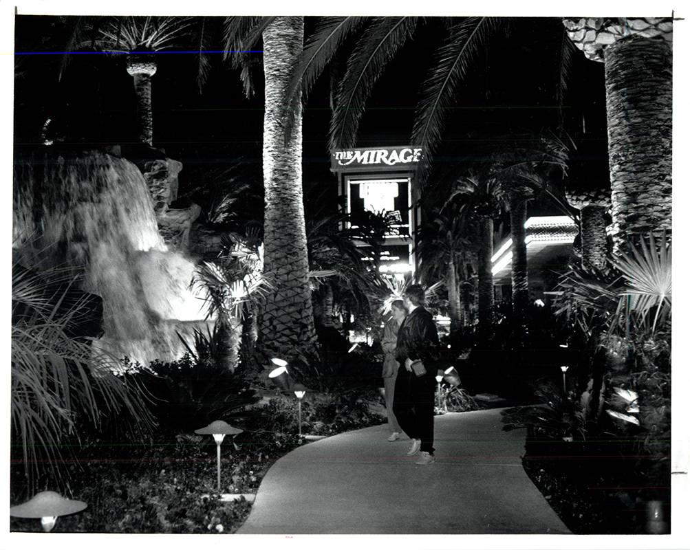 El Mirage en la noche de su apertura, el 22 de noviembre de 1989. (Wayne Kodey / Las Vegas Revi ...
