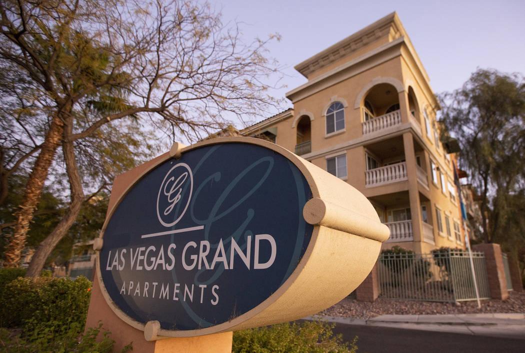 Los apartamentos Las Vegas Grand el lunes, 18 de noviembre de 2019, en Las Vegas. (Ellen Schmid ...