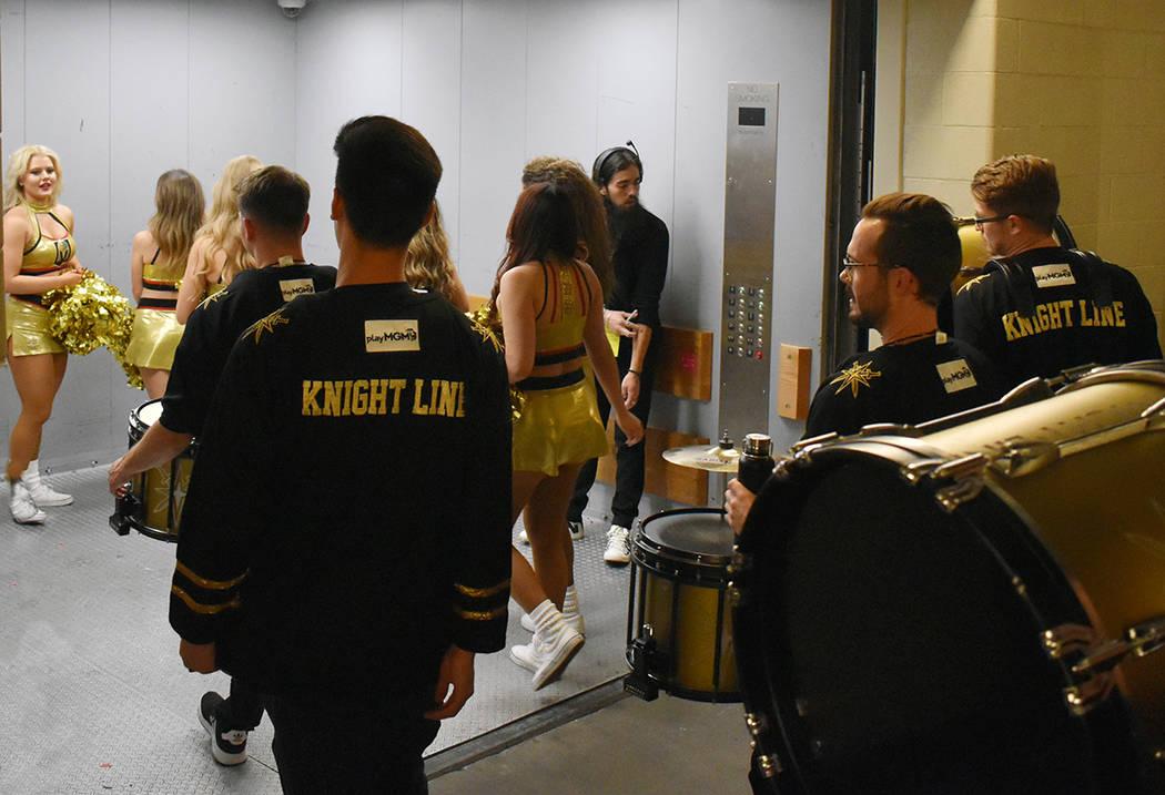Las porras de Vegas Golden Knights son amenizadas con el entusiasmo propio de la juventud. Juev ...