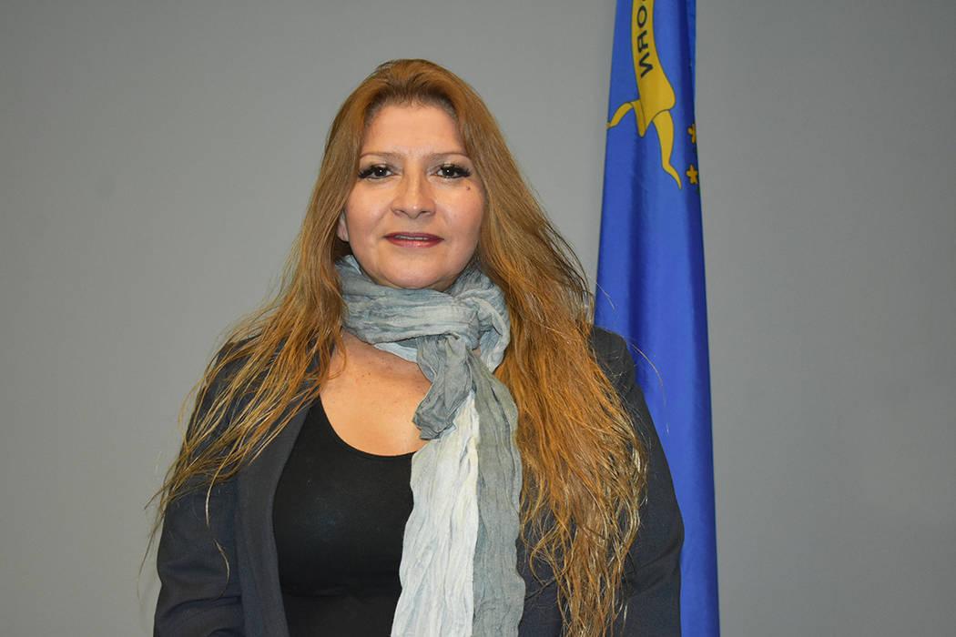 La titular de la Oficina de Atención del Consumidor para Minorías, Miriam Lira-Hickerson, sug ...