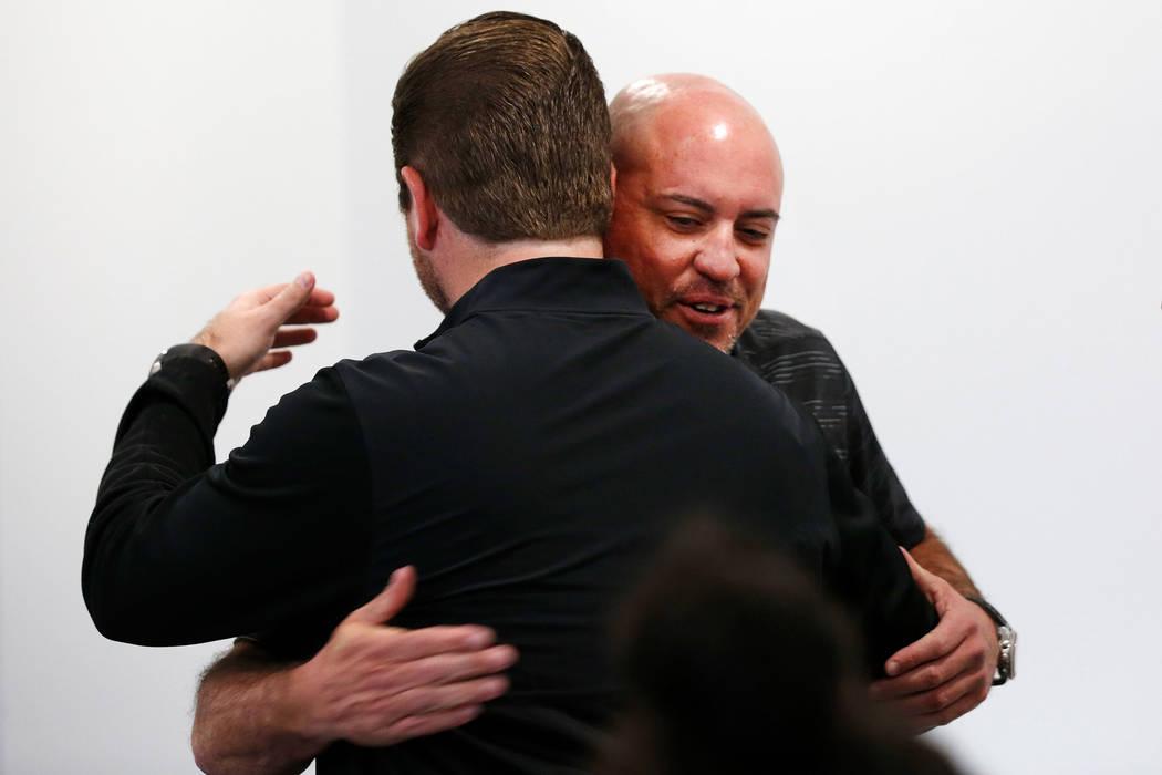 El entrenador principal de fútbol de la UNLV, Tony Sánchez, frente a la cámara, recibe un ab ...