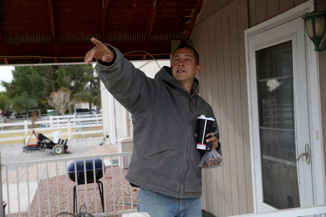 Everett Rogers, gerente de establos en Signature Farms, habla sobre un accidente aéreo en la c ...