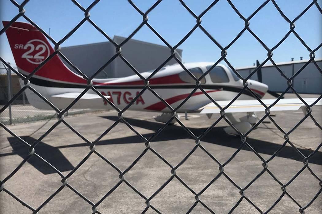 Los registros de la Administración Federal de Aviación muestran que el propietario registrado ...