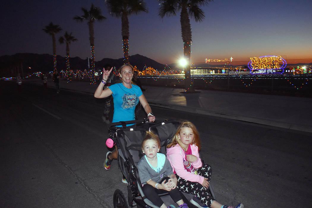 """Cientos participaron en la séptima edición de la carrera """"PJ 5K & 1-Mile Through Glittering ..."""