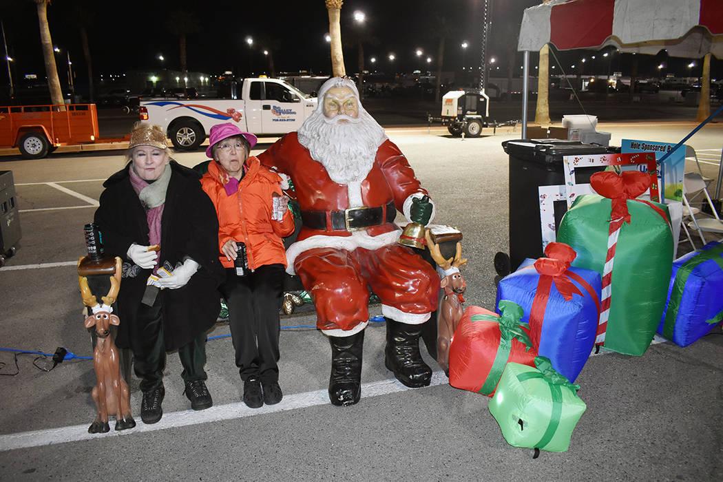 """Un Santa Claus decorativo adornó las festividades de la séptima edición de la carrera """"PJ ..."""