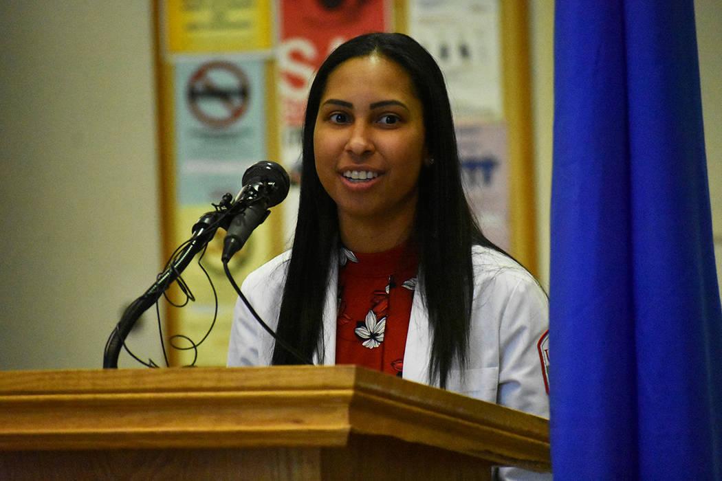 Estudiantes de la Facultad de Medicina de UNLV se mostraron agradecidos con los donantes. Marte ...