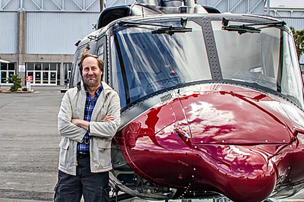 Gregory Akers de Henderson era un entusiasta de la aviación y piloto experimentado. Él, su es ...